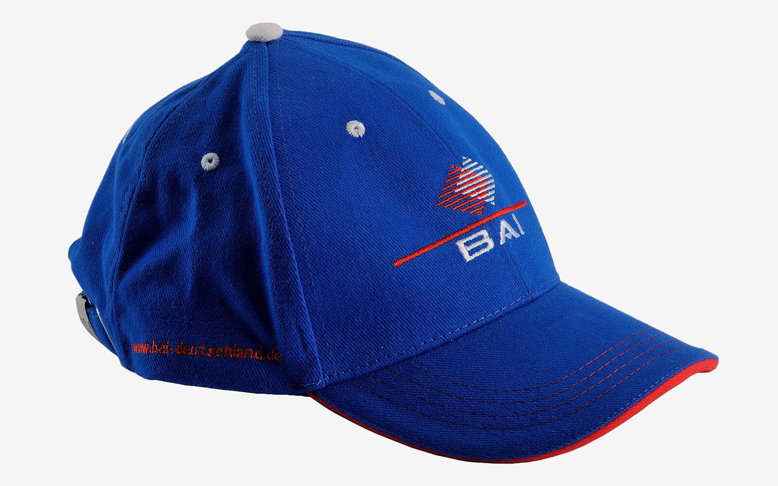 Cappello ricamato con cuciture a contrasto